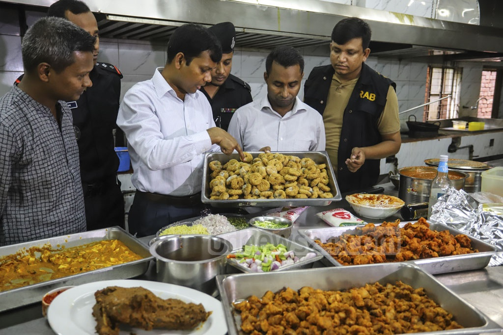 A RAB mobile court fined Nando's, Khazana, Khana Khazana, BBQ, Spitfire, and Saltz restaurants in Dhaka's Gulshan Tk 2 million in a drive on Sunday for serving stale and unhealthy food and using chemicals. Photo: Asif Mahmud Ove