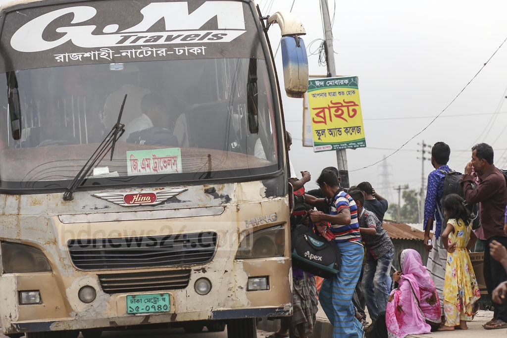 The Gabtoli Bus Terminal only offers limited transport services to travel to some regions of the country. But a wild scramble ensues when these buses arrive. Photo: Mahmud Zaman Ovi