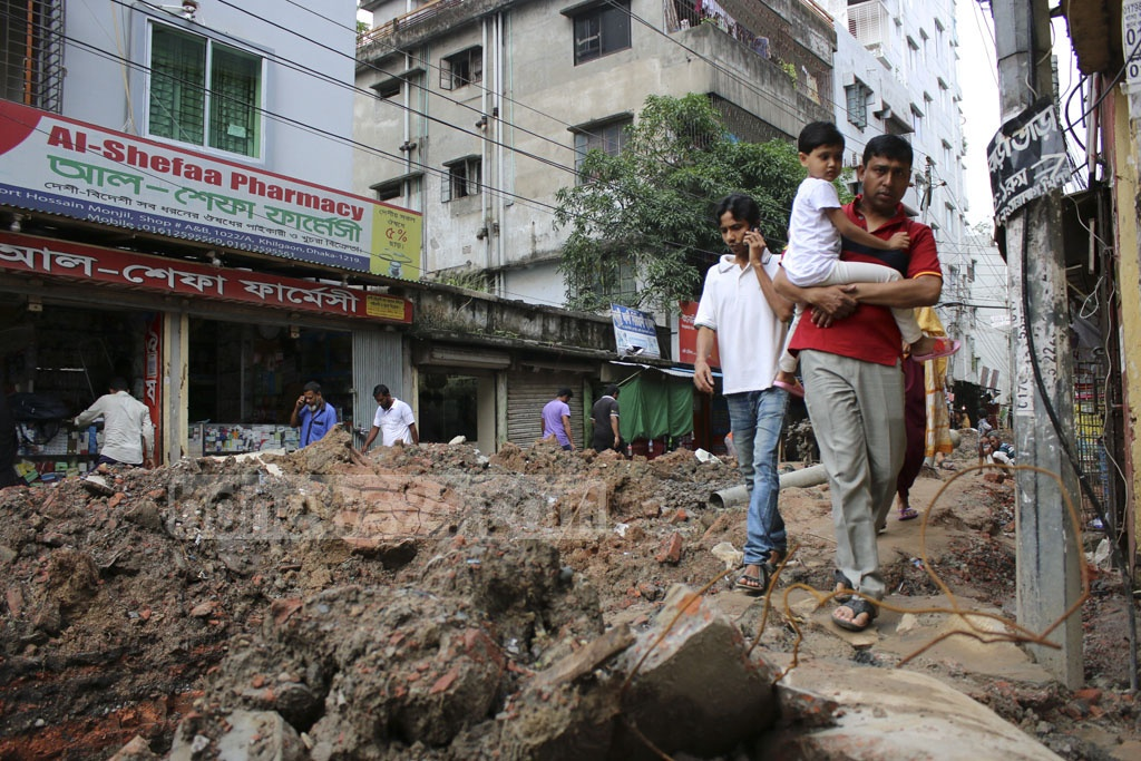 Road repairing and digging works on public thoroughfares are a common practice in Dhaka at the end of the fiscal year. Such works are going on in the Dhaka's Khilgaon area in the rainy season, making the residents in Tilpapara's Tarabagh suffer heavily. Photo: Mahmud Zaman Ovi