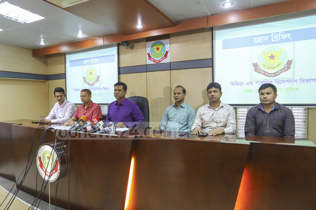 Detective Branch Additional Commissioner Abdul Baten briefing the media in Dhaka on Tuesday about the arrests of six suspected ATM fraudsters from Ukraine. Photo: Asif Mahmud Ove
