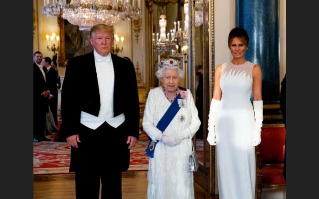 US President Donald Trump, First Lady Melania Trump and Britain's Queen Elizabeth pose at the State Banquet at Buckingham Palace in London, Britain June 3, 2019. Doug Mills/Pool via REUTERS
