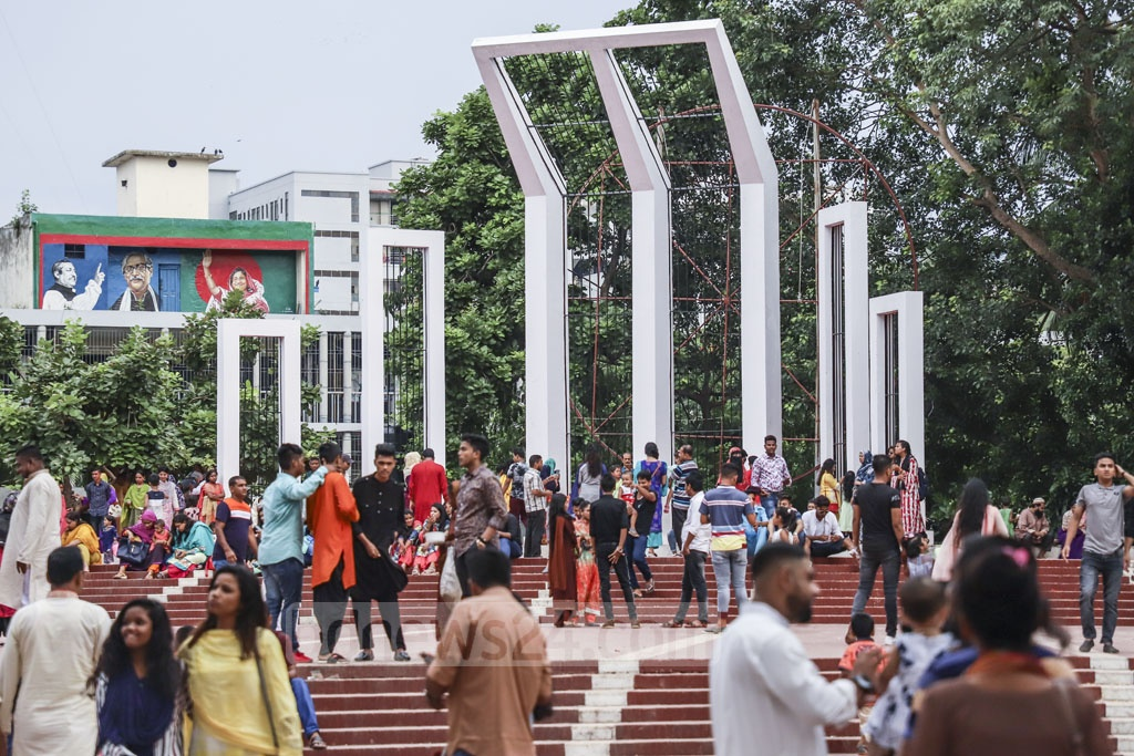 Visitors thronged the Central Shaheed Minar in Dhaka on Friday, a day after Eid-ul-Fitr. Photo: Abdullah Al Momin