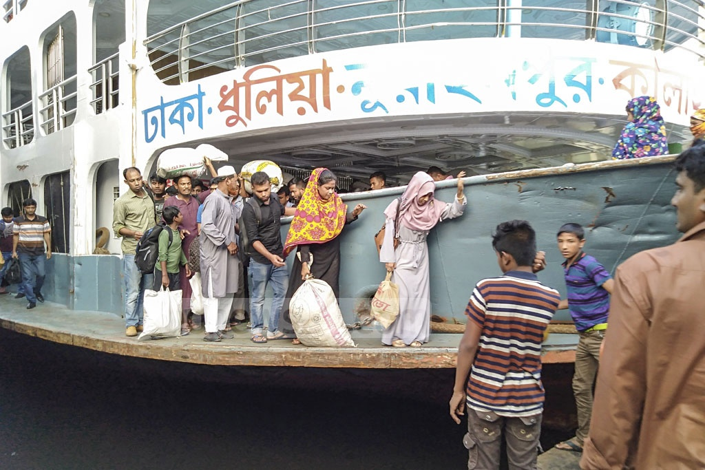 People from the southern districts arrive at Sadarghat Launch Terminal as they return to Dhaka on Saturday after celebrating Eid-ul-Fitr with their relatives in their hometowns and villages.