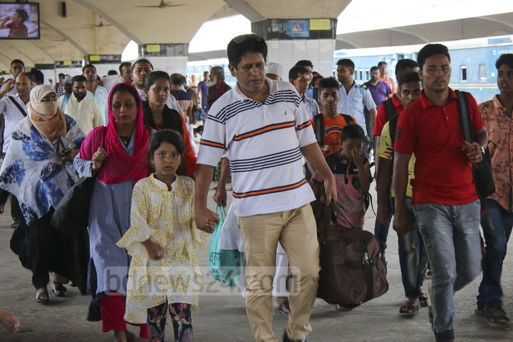 Many holidaymakers arrive at Kamalapur Railway Station as they return to Dhaka on Saturday to avoid a rush after celebrating Eid-ul-Fitr with their relatives in their hometowns and villages.