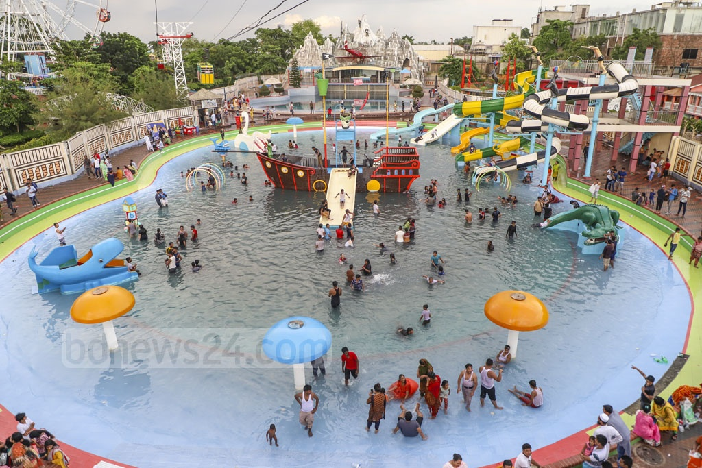The amusement hotspots around Dhaka are overcrowded four days after Eid-ul-Fitr on Sunday. This photo is taken from Narsinghdi's Dream Holiday Park. Photo: Abdullah Al Momin