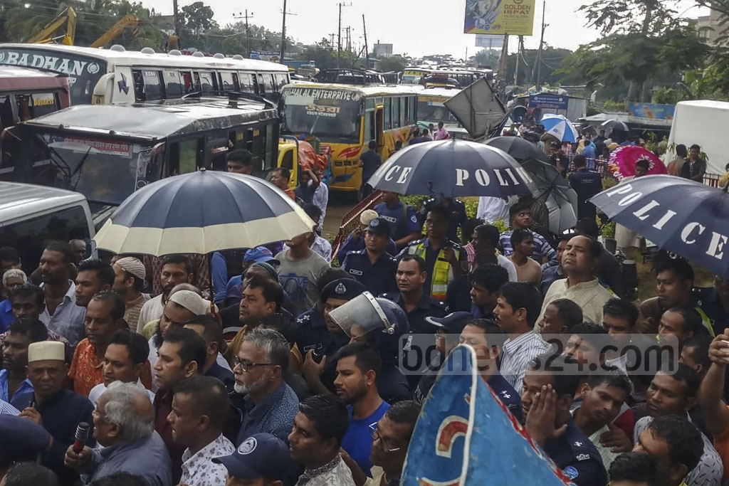 Hundreds of people from the fishermen's community blocked the Dhaka-Chattogram Highway in Sitakunda's Bhatiari on Sunday morning to protest against the government's decision to ban deep-sea fishing.