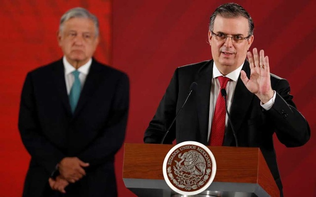 Mexico's Foreign Minister Marcelo Ebrard gestures as Mexico's President Andres Manuel Lopez Obrador looks on during a news conference at National Palace in Mexico City, Mexico June 10, 2019. REUTERS