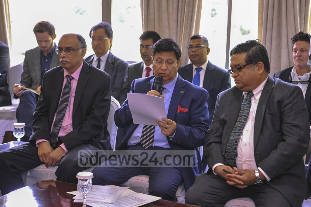 Foreign Minister AK Abdul Momen briefing Dhaka-based diplomats on the latest situation of the Rohingya refugee crisis at the state guesthouse Padma on Wednesday.
