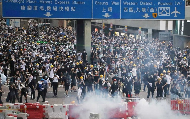 Protesters march along a road demonstrating against a proposed extradition bill in Hong Kong, China Jun 12, 2019. REUTERS