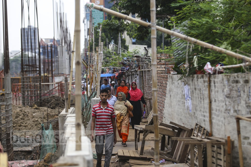 There is hardly any space for the pedestrians to walk as metro rail work narrows the streets and pavements at Mirpur-10 intersection. Photo: Mahmud Zaman Ovi
