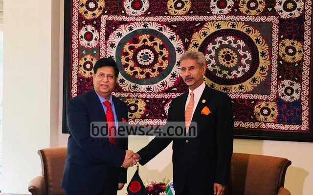 File Photo: AK Abdul Momen and S Jaishankar met in June 2019 on the sidelines of a conference in Tajikistan.