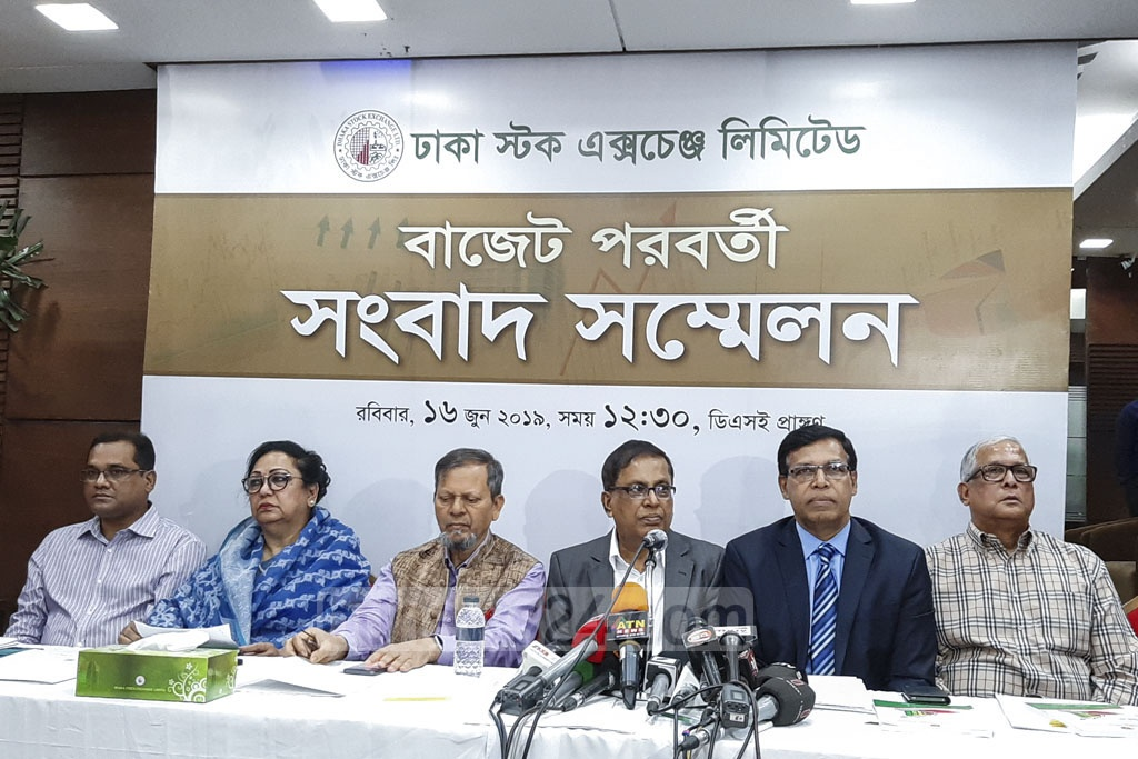 The Dhaka Stock Exchange and Chattogram Stock Exchange hold a media briefing in the capital on the proposed national budget on Sunday. Photo: Abdullah Al Momin