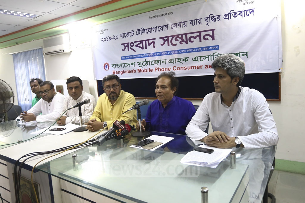 Bangladesh Mobile Phone Consumers' Association leaders held a media briefing at the Dhaka Reporters' Unity on Monday to protest against the government's proposed spending in the telecommunications sector in the national budget for the next fiscal year. Photo: Mahmud Zaman Ovi