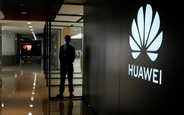 FILE PHOTO: A Huawei company logo is seen at a shopping mall in Shanghai, China Jun 3, 2019. Picture taken Jun 3, 2019. REUTERS/Aly Song/File Photo GLOBAL BUSINESS WEEK AHEAD