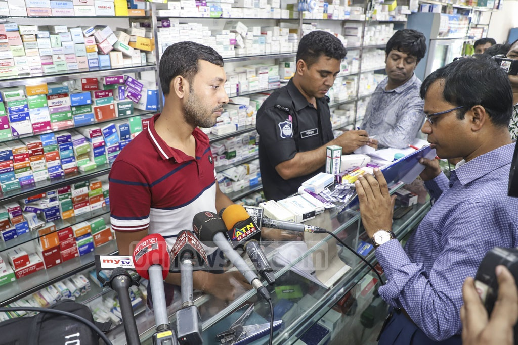 Best One Pharmacy on Green Road in Dhaka was fined Tk 150,000 for storing expired drugs during a drive by the Directorate General of Drug Administration and the Rapid Action Battalion on Thursday. Photo: Abdullah Al Momin