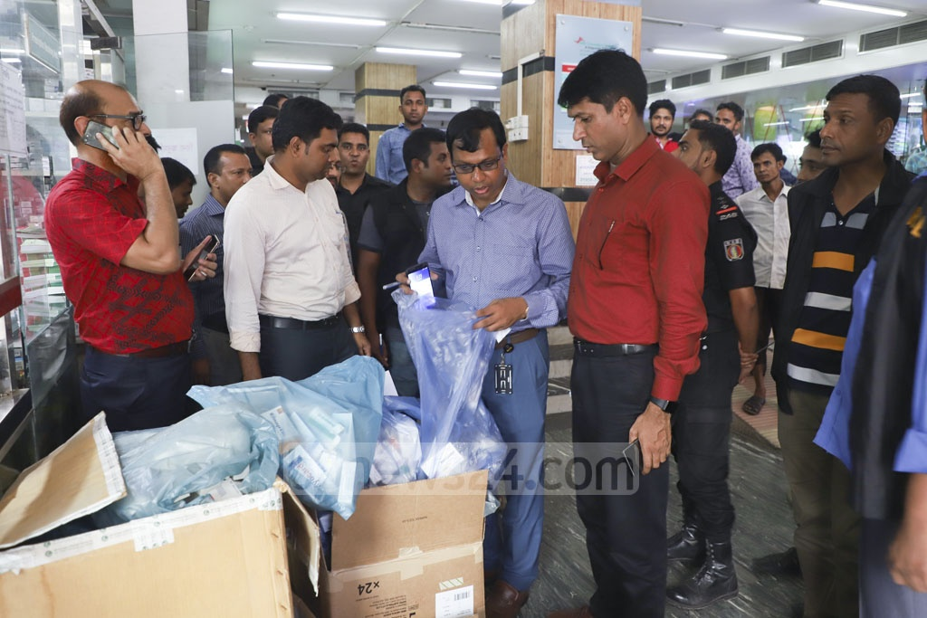 The Social Islami Bank Hospital Pharmacy on Green Road in Dhaka was fined Tk 100,000 for storing expired drugs during a drive by the Directorate General of Drug Administration and the Rapid Action Battalion on Thursday. Photo: Abdullah Al Momin
