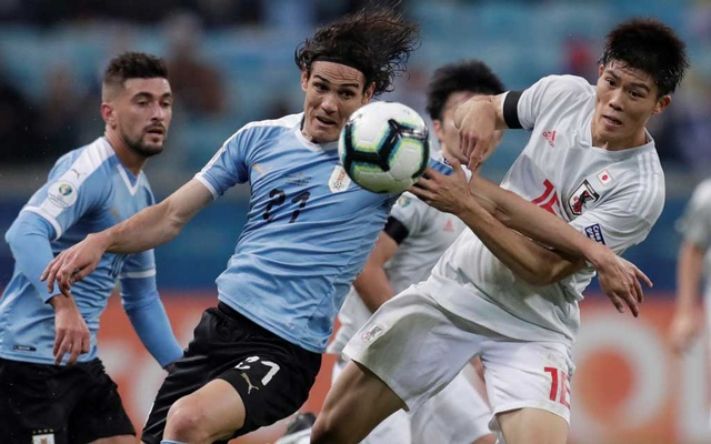Soccer Football - Copa America Brazil 2019 - Group C - Uruguay v Japan - Arena Do Gremio, Porto Alegre, Brazil - June 20, 2019 Uruguay's Edinson Cavani in action with Japan's Takehiro Tomiyasu. REUTERS