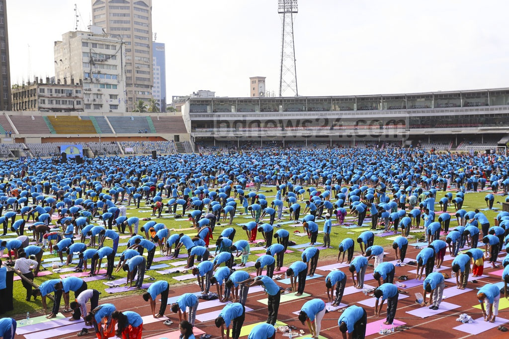 Ministers, diplomats, artists and many others participated in a programme organised by the Indian High Commission to celebrate International Yoga Day at the Bangabandhu National Stadium in Dhaka. Photo: Mahmud Zaman Ovi