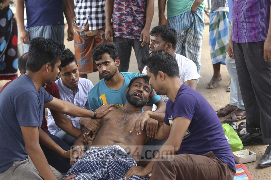 Babul Farazi, the father of 'Mishkat', 12, and 'Nusrat', 5, crying as the siblings went missing in a boat capsize in the Buriganga at Sadarghat in Dhaka on Friday. The two were found dead later. Photo: Mahmud Zaman Ovi