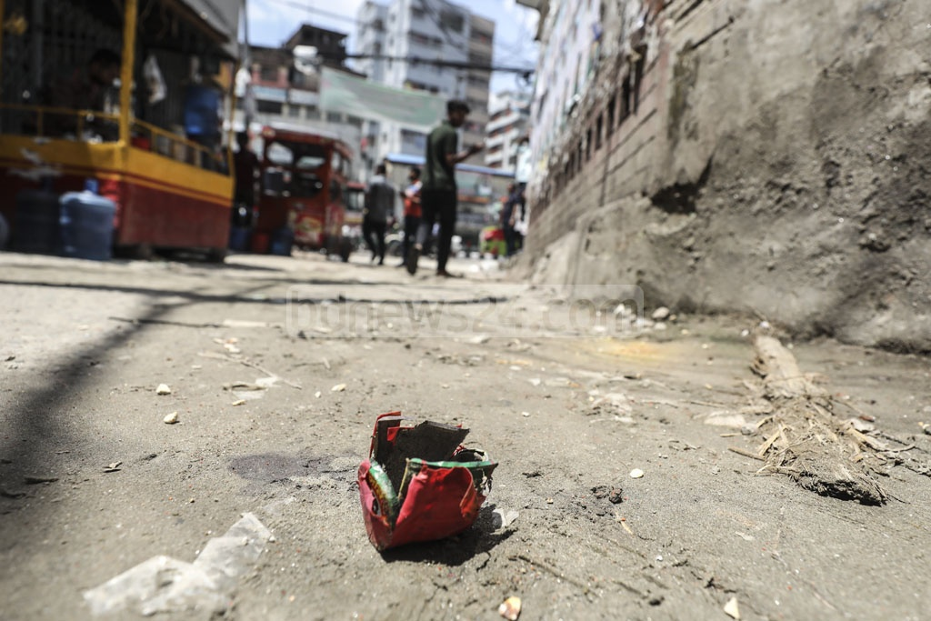 A handmade bomb is left unexploded during a sit-in protest by the Bangladesh Jatiyatabadi Chhatra Dal in front of the BNP central office at Naya Paltan in Dhaka on Monday. Photo: Abdullah Al Momin