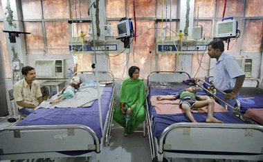 Dr Mohan Kumar, right, checks on Sulman Khan, 8, as his mother, Naseeban Begam, centre, looks on at Sri Krishna Medical College Hospital in Muzaffarpur, India, Jun 24, 2013. A medical investigation into a sometimes deadly illness that for decades has been afflicting hundreds of children each summer in a region of India has solved the mystery. The culprit: lychee fruit eaten on an empty stomach by malnourished children. The New York Times