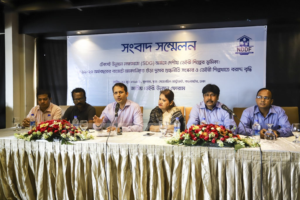 National Dairy Development Forum holding a post-budget media briefing at a Dhaka hotel on Wednesday demanding relaxation of import duty on powdered milk and greater allocation for the dairy industry in the proposed budget for fiscal 2019-20. Photo: Asif Mahmud Ove