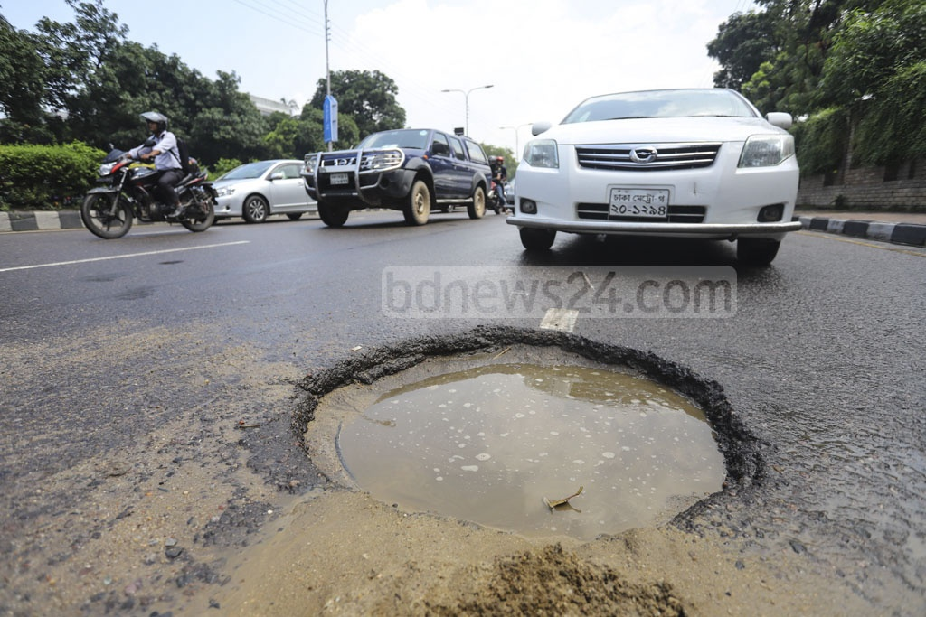 This manhole in the middle of the Airport Road street opposite the Prime Minister's Office in Dhaka is indeed a deep pothole leading to accidents, mostly involving motorcycles and autorickshaws. This photo was taken on Sunday. Photo: Asif Mahmud Ove
