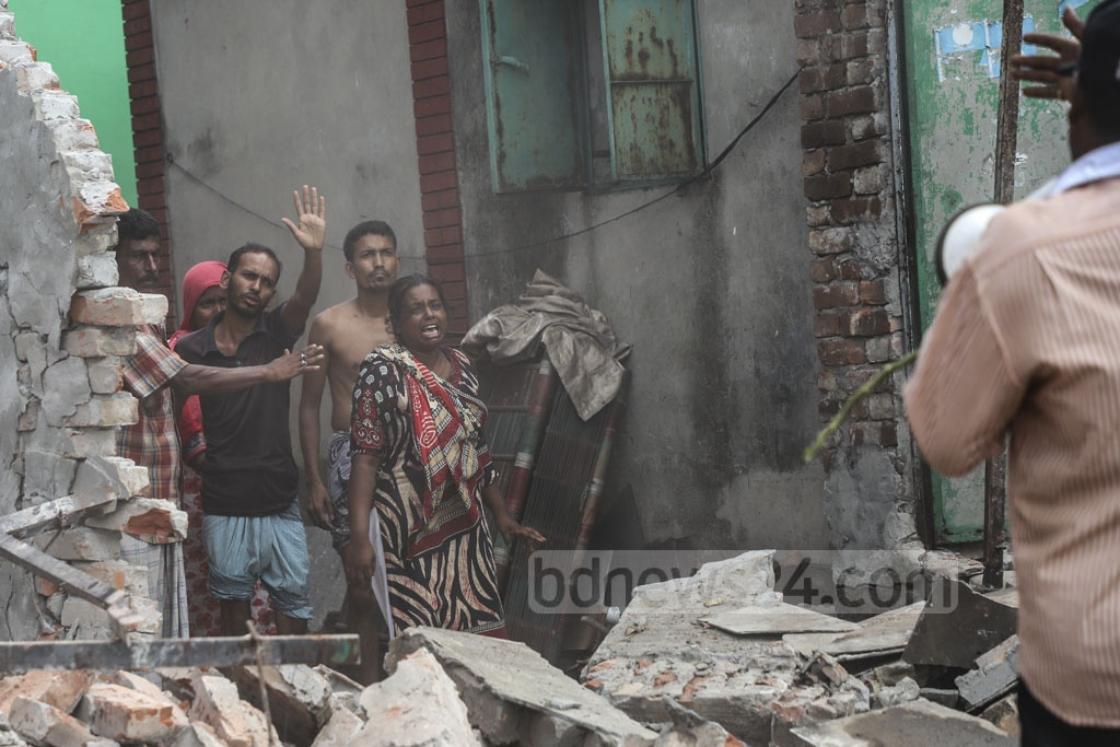 An occupant of an illegal structure along the Buriganga river at Keraniganj crying during a BIWTA eviction drive on Tuesday. Photo: Abdullah Al Momin