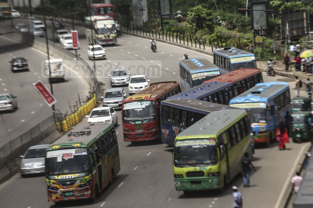 Drivers park the buses in the middle of a street, violating traffic rules. The photo was taken from Dhaka's Kuril Bishwa Road on Tuesday. Photo: Mahmud Zaman Ovi