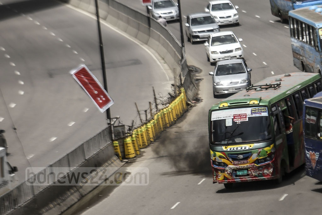 It may appear that the drivers are in a race about emitting black smoke in Dhaka. Photo: Mahmud Zaman Ovi