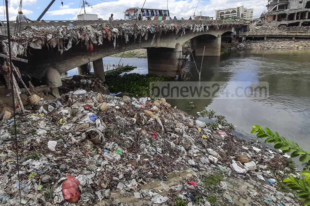 Garbage dumped from the Tongi Bridge is piled up on the banks of the Turag River. Photo: Abdullah Al Momin