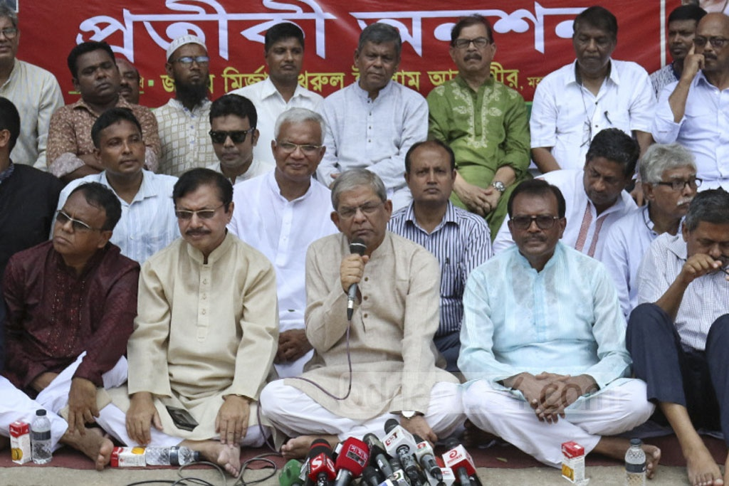 BNP Secretary General Mirza Fakhrul Islam Alamgir speaks at a token hunger strike organised by the Sammilita Peshajibi Parishad outside the National Press Club in Dhaka on Friday for the release of party chief Khaleda Zia from jail.