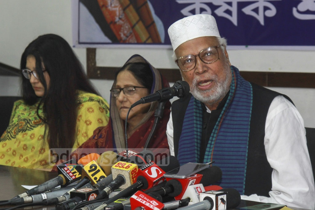 Krishak Sramik Janata League President Abdul Kader Siddique briefing the press at the National Press Club in Dhaka after announcing that they are leaving the Jatiya Oikya Front on Monday.