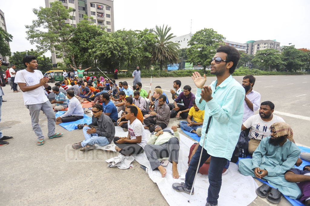 Visually impaired job-seekers holding a hunger strike in the capital's Manik Mia Avenue on Wednesday to place a six-point demand including special recruitment at government offices. Photo: Asif Mahmud Ove