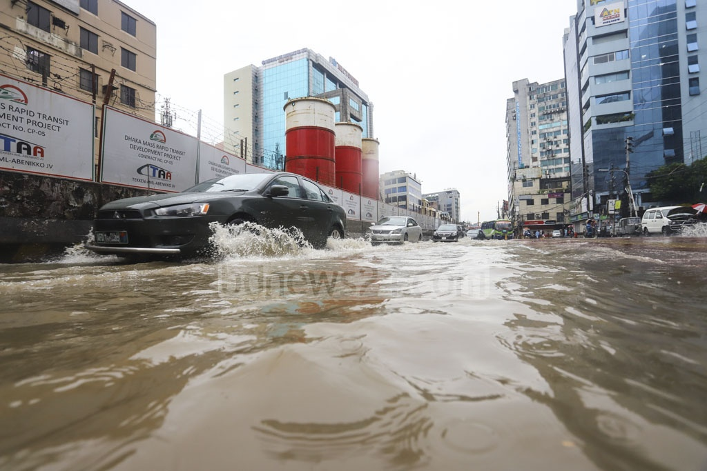 Vehicles wade through trapped rainwater on the street in front of Wasa headquarters in Dhaka's Karwan Bazar on Friday. Photo: Asif Mahmud Ove