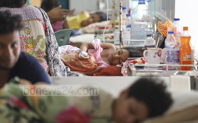 Children suffering from dengue at the Holy Family Hospital in Dhaka. Photo: Abdullah Al Momin