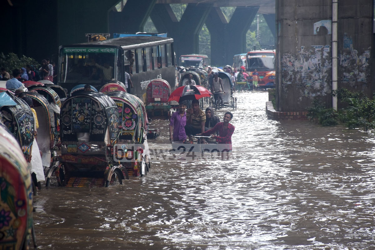 Commuters in Chattogram suffered as many parts of the port city went under water due to incessant rain. The photo was taken from Purba Nasirabad area on Saturday.