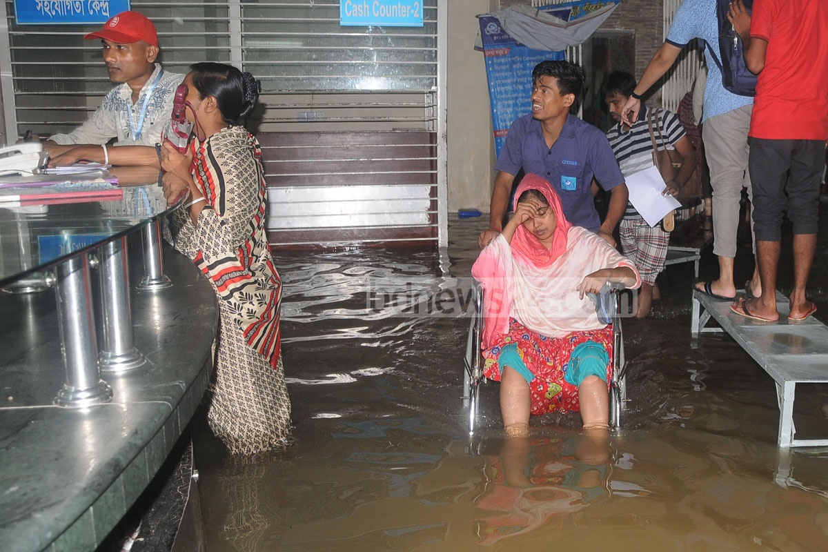 Commuters in Chattogram suffered as many parts of the port city went under water due to incessant rain. The photo was taken from Purba Nasirabad area on Saturday. Photo: Suman Babu