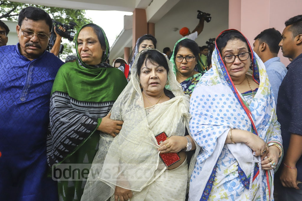Jatiya Party activists crowding Dhaka's Combined Military Hospital on news of party chief HM Ershad's death on Sunday. Photo: Asif Mahmud Ove