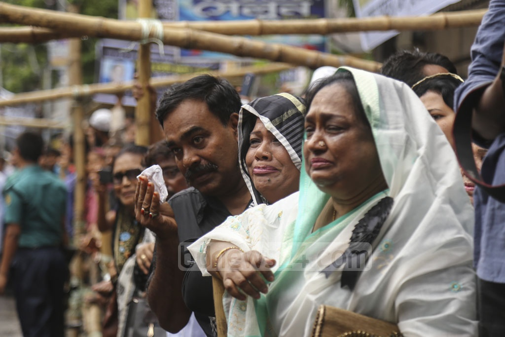 Many leaders and activists of the Jatiya Party broke into tears while paying last respect to their Chairman HM Ershad at their central office in Dhaka's Bijoy Nagar on Monday. Photo: Mahmud Zaman Ovi