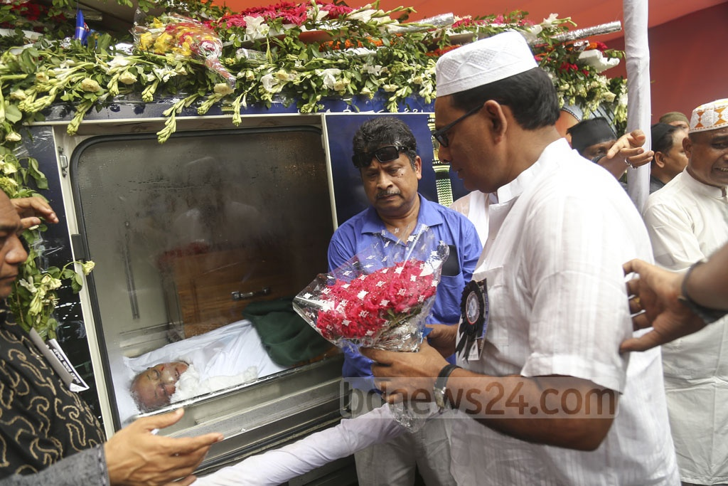 Jatiya Party leaders and activists pay their last respect to their Chairman HM Ershad at their central office in Dhaka's Bijoy Nagar on Monday. Photo: Mahmud Zaman Ovi