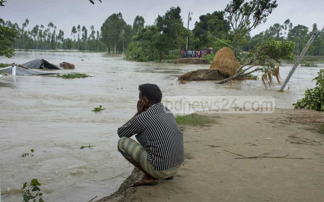Floods spread, hit over 1.1 million in 15 Bangladesh districts