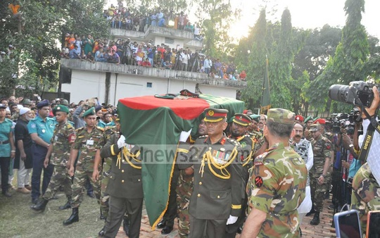 Former army chief HM Ershad was given a guard of honour before burial in Rangpur on Tuesday.