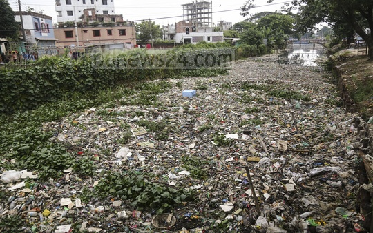 Illegal structures on the both sides of Nandipara canal in Dhaka have been removed in an eviction drive. But the authorities failed to clean up afterwards as waste and water hyacinth line up on each side of the canal. Photo: Mahmud Zaman Ovi