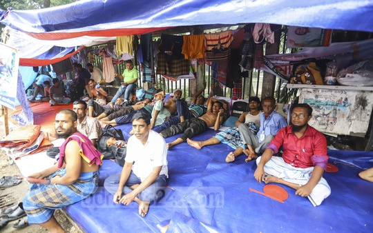 Members of the Bangladesh Municipality Service Association staging a sit-in in front of the National Press Club in Dhaka on Thursday to demand the payment of outstanding salaries. Photo: Asif Mahmud Ove