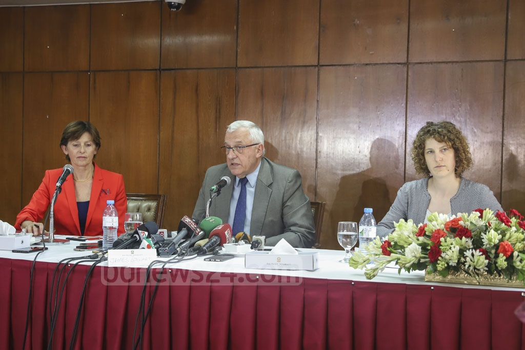 International Criminal Court Deputy Prosecutor James Stewart briefing the media in Dhaka on Thursday as he is visiting Bangladesh following Prosecutor Fatou Bensouda's request to the judges to authorise a probe into the alleged crimes against the Rohingyas in Myanmar. Photo: Abdullah Al Momin