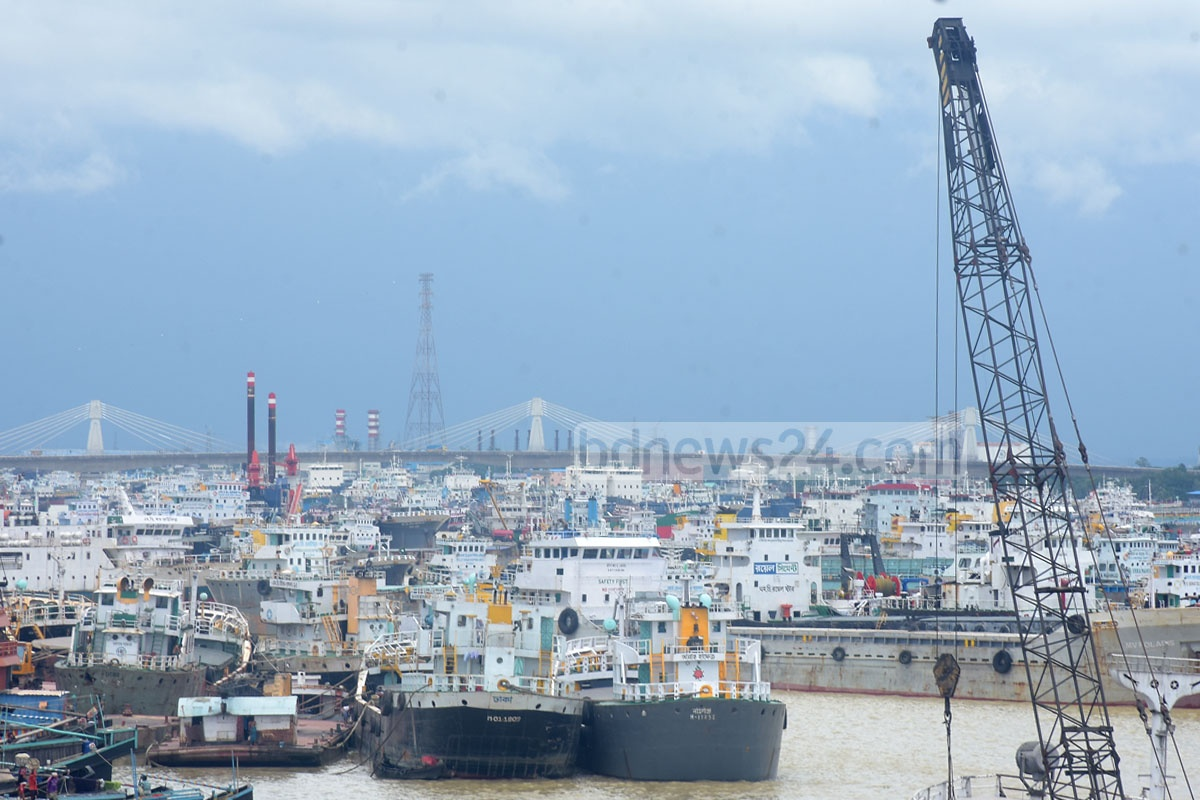 Lighterage vessels came to a halt at the port city's Majhir Ghat as water transport workers called an indefinite strike to press home their 11-point demand on Wednesday. Photo: Suman Babu