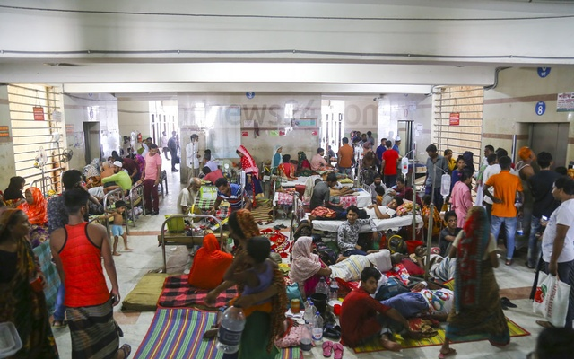 A special ward for dengue patients has been opened in several private and public hospitals in Dhaka. But many patients at state-run Dhaka Medical College Hospital are taking treatment lying on the floor due to a lack of bed. The photo was taken on Thursday. Photo: Mahmud Zaman Ovi