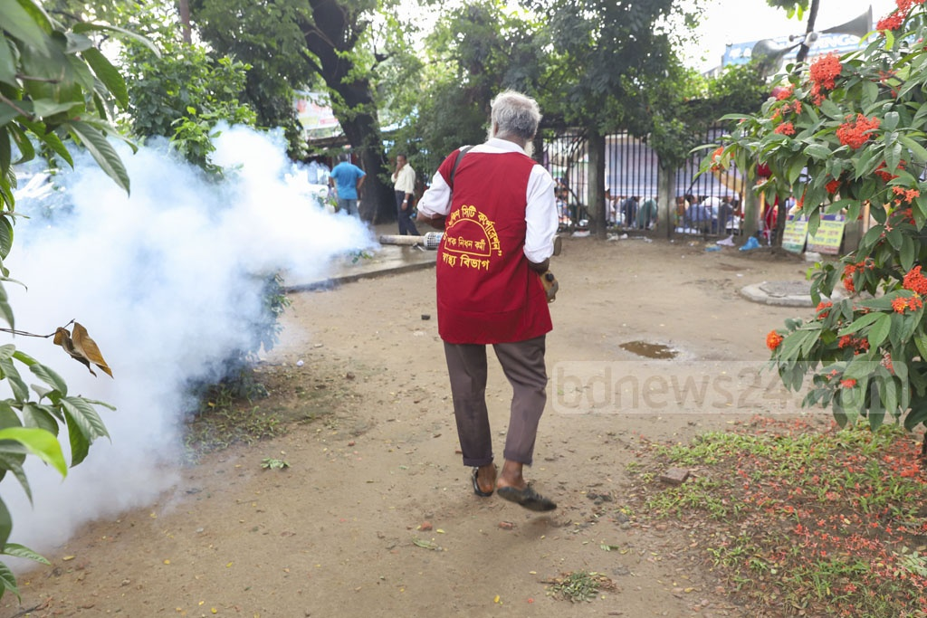 A city corporation worker spraying mosquito repellents with a fogger machine Topkhana Road in Dhaka on Friday amid an outbreak of dengue fever. Photo: Abdullah Al Momin