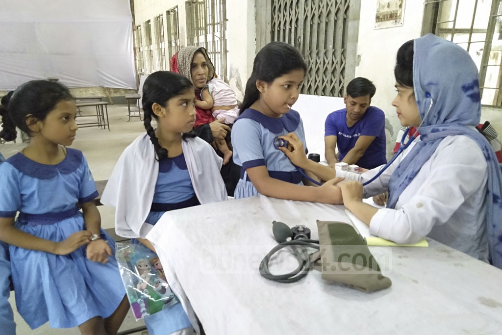 City corporation health workers provided students with medical services at Suritola Model Government Primary School in Old Dhaka on Tuesday.